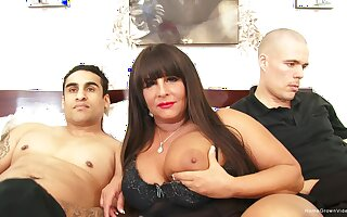 Leader BBW milf gets pounded by duo young guys