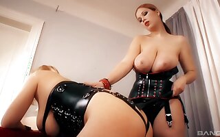 Dominant MILF plays with submissive slut in dirty femdom home feigning
