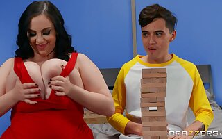 Chubby ass mom gets this young pizza boy's dick straight come into possession of her fat ass