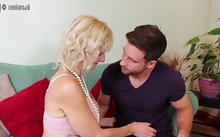 Horny Blonde Mature Ladey From The Uk Loves Sucking Cock - MatureNL