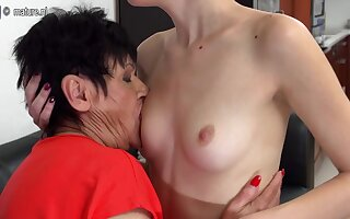 Horny Old Plus Young Lesbians Lick Eachother Wet - MatureNL