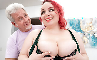 Huge Boobs Ginger Plumper Quinn Rain Did Not Come Here Unaccompanied for the Massage