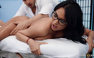 Stacked beauty Anissa Kate gives up her sexy ass in a masseur