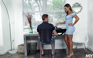 Hot stepmom in a skin close-fisted rags gives her stepson a stress relieving blowjob