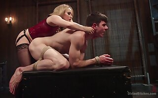 Anal with a dominant MILF in derisive femdom action