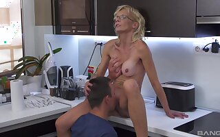 Mature pleases nephew prevalent a fresh cunt that feels so tight