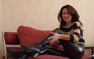 Glamorous Russian MILF exudes sexual magnetism and loves masturbating
