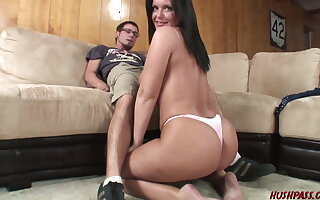 Sex-mad MILF Maya stops by for an afternoon Quickie