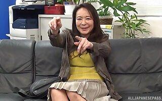Lay shacking up more than the lie low sofa forth Japanese MILF Yuri Nihongi