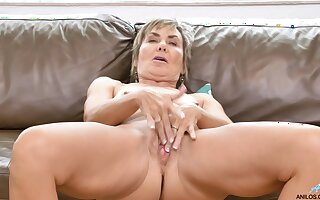 Horny mature wife Lilian Tesh loves move it her clothes to tease