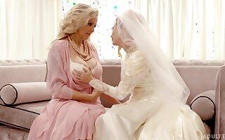 Sensual lesbian lovemaking between Julia Ann and Carolina Sweets
