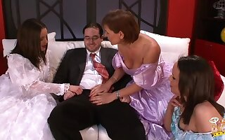 Business guy gets his unearth pleasured by Wendy and her best friends