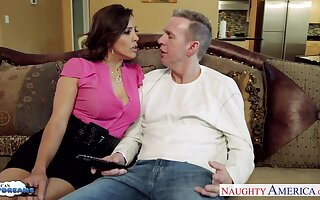 Having turned stud atop with BJ remarkable MILF Francesca Le fucks doggy