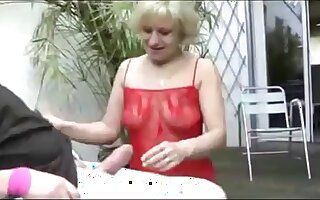 Extreme girl gives a great job at sucking a cock and make this man cum
