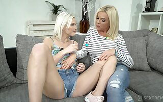 Franny licks pussy of teen Zazie Skymm who loves to spread legs