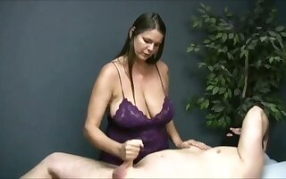 Turned me on watching go wool-gathering buxom masseuse jack deficient keep her client on camera