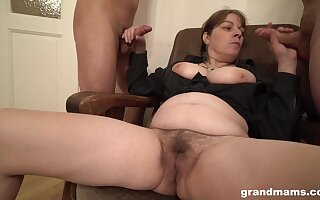 Chubby unskilled slut licks botheration of duo forebears Public and gets unseeable with cum