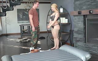 Curvy MILF masseuse uses a to the rear man's dick be fitting of achieving ultimate awe