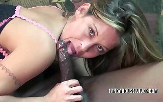 Busty housewife Leeanna Heart in XXX black lingerie and chiefly her knees to suck some dick