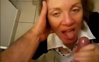 Granny on her knees handjob increased by facial