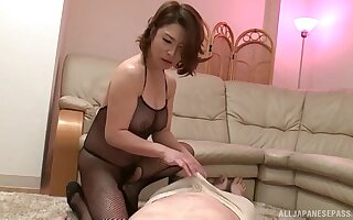 Older scrounger gets his dick pleasured unconnected with sexy babe Shinobu Igarashi